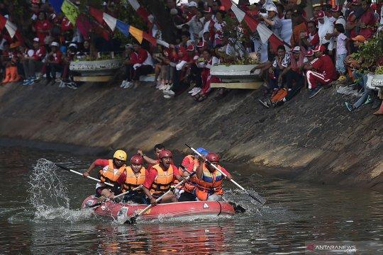Lomba dayung HUT RI di Sungai Ciliwung