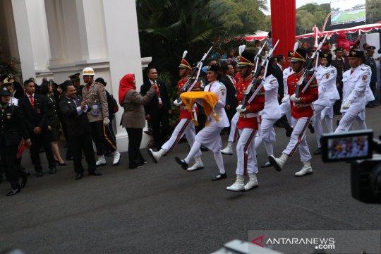 Siswi Bengkulu dipercaya bawa baki bendera upacara