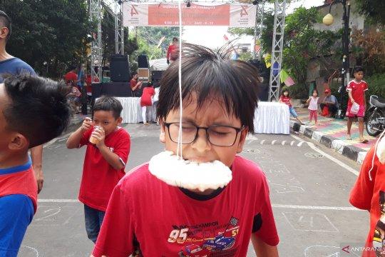 Warna-warni perayaan HUT Ke-74 RI warga Jalan Kramat V Kecamatan Senen