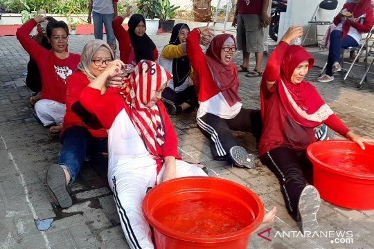 Lomba estafet air meriahkan HUT Ke-74 RI di Bintaro Jakarta Selatan