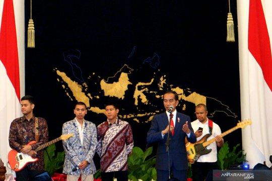 Siswa dari Sulsel dapat sepatu dari Presiden Jokowi
