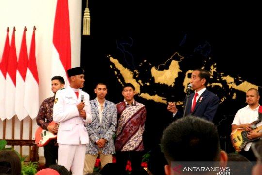 Saat Presiden tanya Rangga yang gugup di hadapan tiang bendera