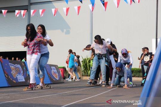 Ikuti lomba 17 Agustus, pengunjung bergembira di Festival Mesin Waktu