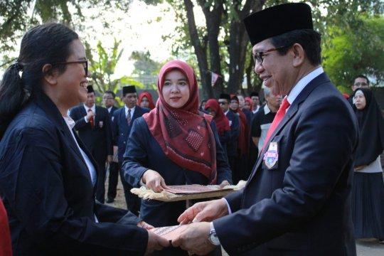 Rektor Unibos berikan penghargaan dosen berprestasi pada HUT RI