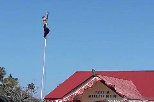 Gubernur Gorontalo berikan beasiswa anak pemanjat tiang bendera