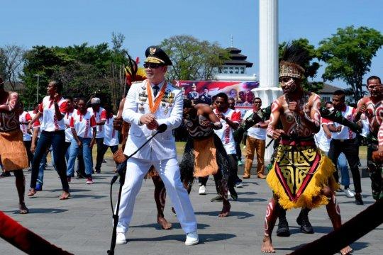 Ridwan Kamil menari Sajojo bersama warga Papua di HUT Ke-74 RI