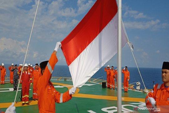 Bendera Merah Putih berkibar di Anjungan Lepas Pantai Ruby
