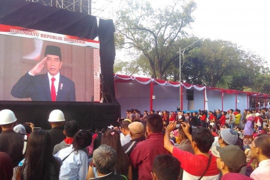 Ribuan warga antusiasme saksikan penuruan bendera merah putih