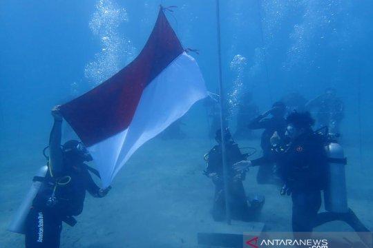 BTNKT Sulteng gelar upacara HUT ke-74 RI di dasar laut