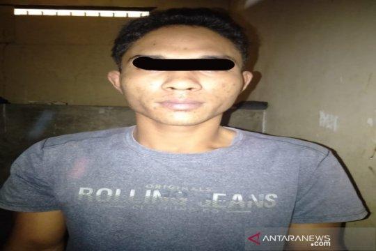 Polisi tangkap pemuda pengangguran buang sabu-sabu di kolong rumah