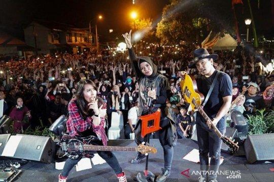 Penampilan Kotak tutup Jakarta Muharram Festival