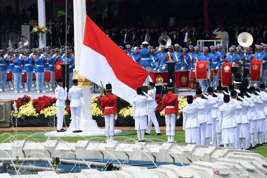Pengibaran bendera Merah Putih, dari Istana Merdeka sampai ke hunian sementara korban tsunami Palu