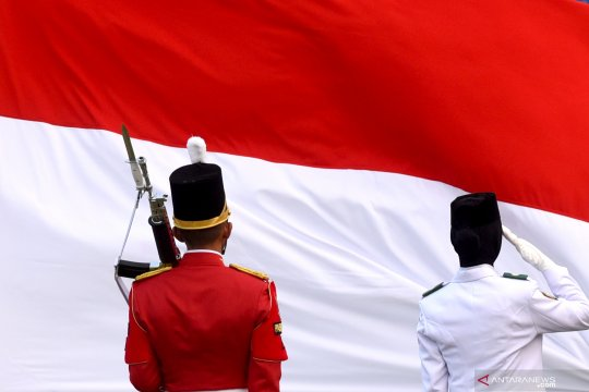 Upacara Penurunan Bendera Merah Putih di Istana Merdeka