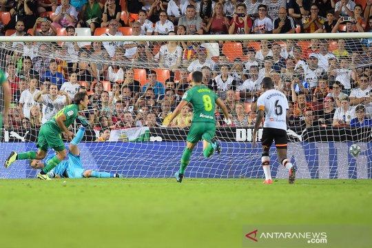 Penalti menit akhir gagalkan kemenangan Valencia atas Sociedad