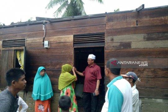 36 rumah rusak dihempas angin kencang di Aceh Barat