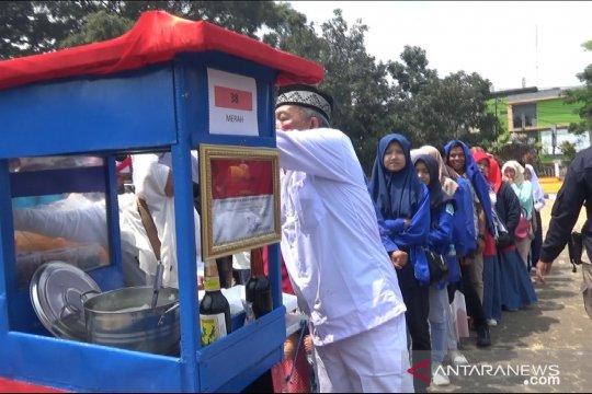 Memperingati HUT RI, ada bubur ayam gratis di Sukabumi