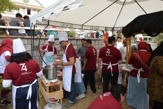 Staf KBRI Ankara sajikan kuliner Nusantara rayakan HUT RI