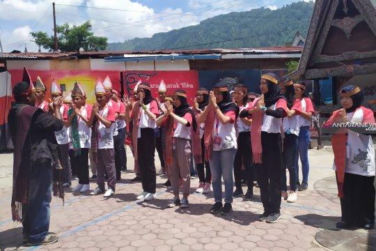Peserta SMN asal Sulawesi Tengah belajar tarian Tor-Tor