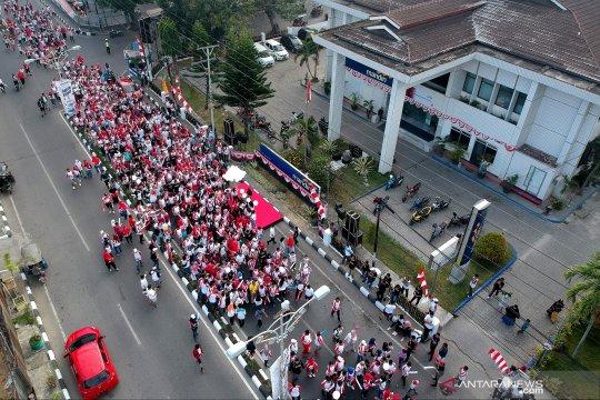 Ribuan peserta ramaian jalan sehat BHUN di Gorontalo