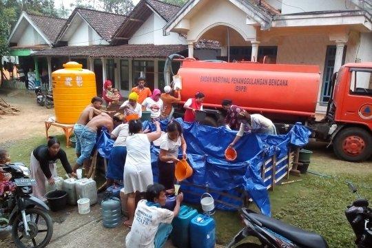 Pemkab Lumajang distribusikan air bersih di daerah kekeringan