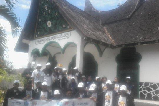 Peserta SMN 2019 kunjungi Makam Pahlawan Imam Bonjol