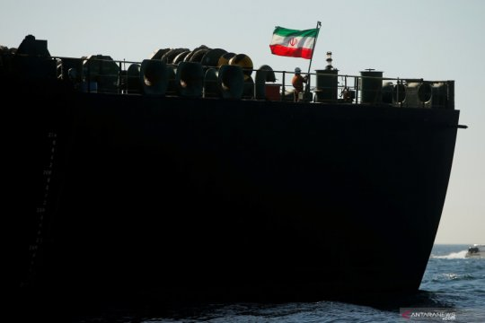 Kapal minyak pertama Iran tiba di perairan Venezuela