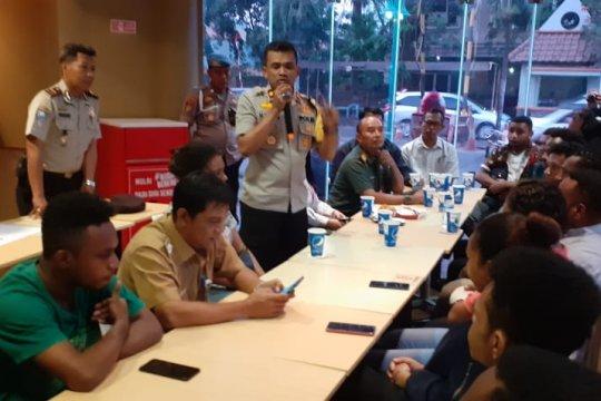 Polsek Cengkareng silaturahmi dengan mahasiswa Papua