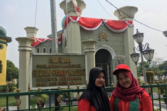 Peserta SMN Yogyakarta kagumi kemegahan Istana Siak