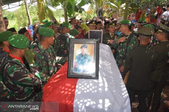 Rasa haru keluarga dan masyarakat iringi pemakaman Praka Sirwandi
