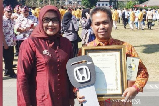 Jemput pajak kendaraan ke rumah, Camat di Bogor dihadiahi mobil
