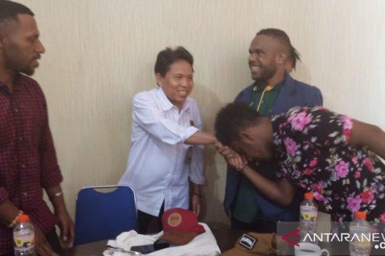 Rektor Unram motivasi mahasiswa Papua tetap semangat kuliah