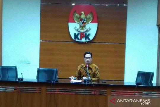 Lima orang hasil OTT Yogyakarta diperiksa di gedung KPK