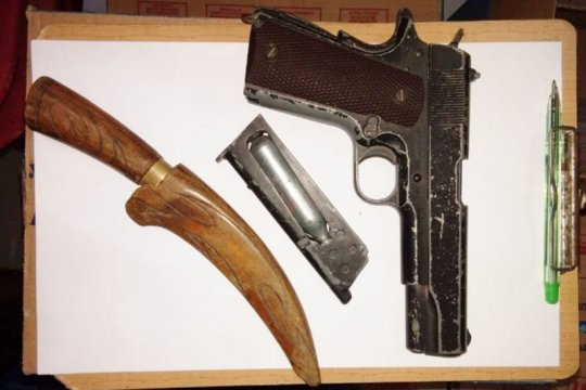 """Polisi tangkap sopir bawa """"airsoft gun"""" dan pisau"""