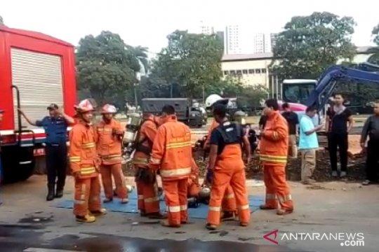 13 mobil damkar padamkan kebakaran gudang peluru Polda Metro