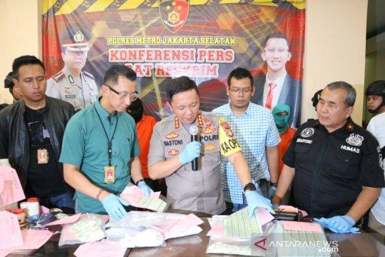 Satreskrim Polres Jaksel tangkap dua pemalsu meterai