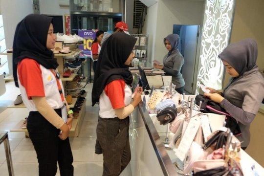 """Peserta SMN asal Sulteng """"serbu"""" Toko Elizabeth Medan"""