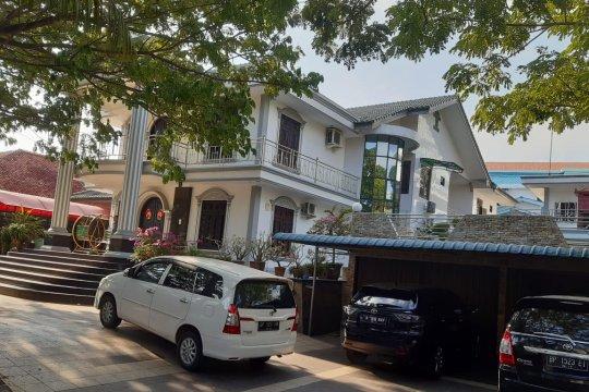 KPK geledah rumah pengusaha bauksit di Tanjungpinang