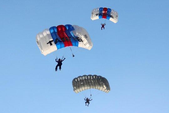 "50 prajurit Yontaifib 2 Marinir berlatih terjun ""free fall"""