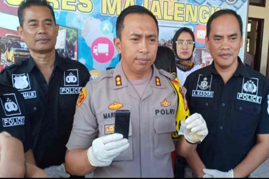 Polisi ciduk perempuan bawa sabu di Bandara Kertajati