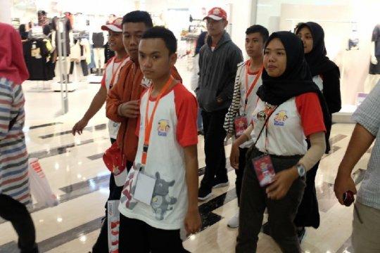 Penyandang disabilitas peserta SMN 2019 Sulteng belanja di Medan