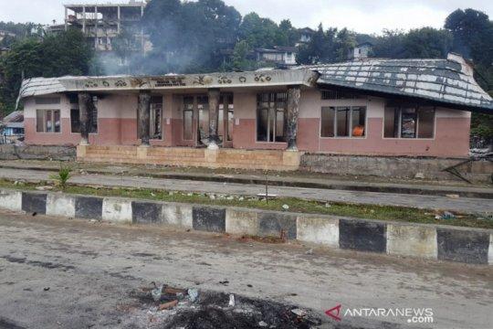 Kantor Dewan Adat di Fak-Fak dibakar massa