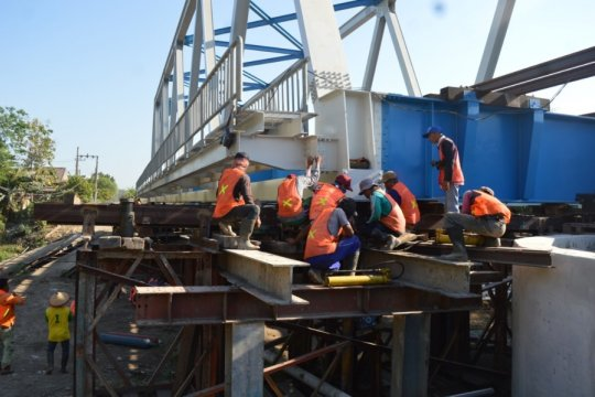 Jembatan jalur ganda KA Geneng-Paron di Ngawi segera digeser