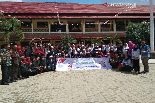 Peserta SMN Bangka Belitung kunjungi dua SLTA di Kendari