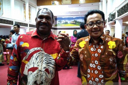 Bupati Puncak-Wali Kota Malang sampaikan pesan damai dari Padang