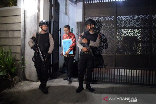 KPK geledah kantor Yuan Ana di Karanganyar hingga dini hari