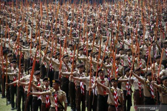 Rekor MURI kolone tongkat Pramuka