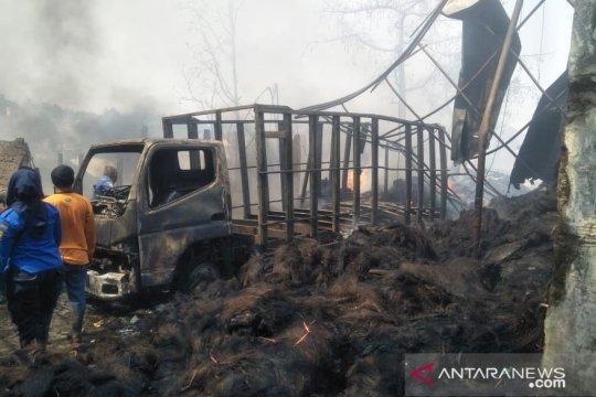 Rumah-warung-bengkel di Cianjur hangus akibat kebakaran pabrik ijuk