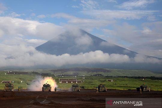 Pasukan Bela Diri Jepang latihan tempur dekat Gunung Fuji