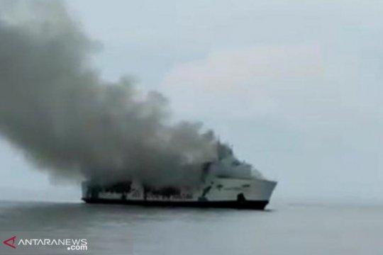 54 korban terbakarnya KM Santika berhasil dievakuasi nelayan