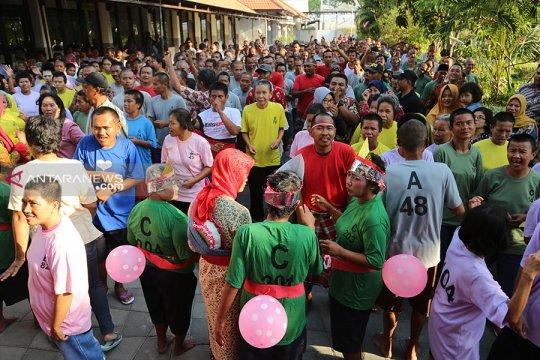 Penghuni Liponsos Keputih Surabaya beroleh terapi seni musik